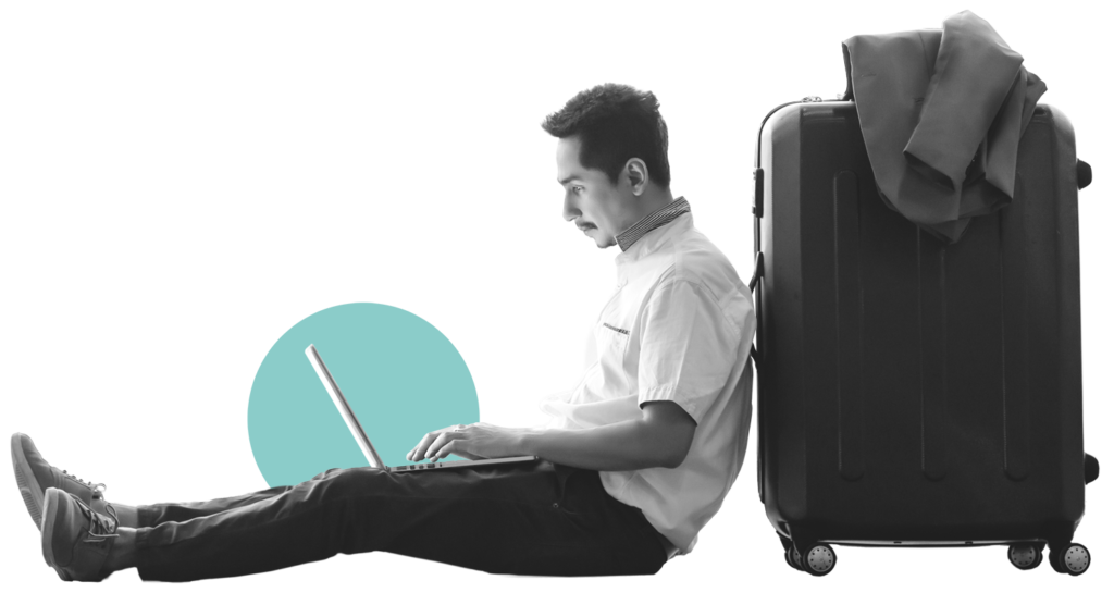 Mann mit Laptop und Koffer